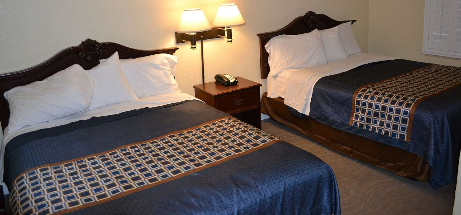 WELL-APPOINTED AND FAMILY-FRIENDLY GUEST ROOMS  AT OUR MILL VALLEY MOTEL