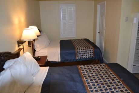 Tamalpais Motel: 3 Queen Guest Room